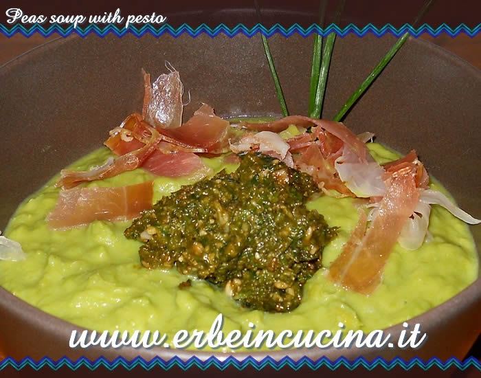 Peas soup with pesto